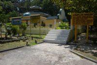 ラジャアリハジペニェンガット島の墓参り