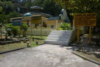 Visiting The Tomb of Raja Ali Haji Penyengat Island