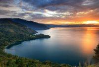 トバ湖を訪れる