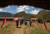 Baliem Valley Festival , The festival is so grand. A thousand participants flock in a massive land, and a best spot to watch the hurling spears is set