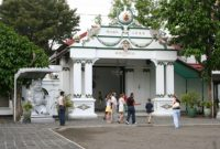 Mengunjungi Kraton atau Istana Yogyakarta