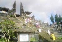 Mengunjungi Pura Besakih Bali