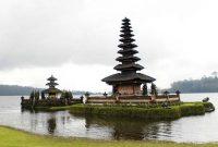 Ulundanu Temple, on lake. Bali